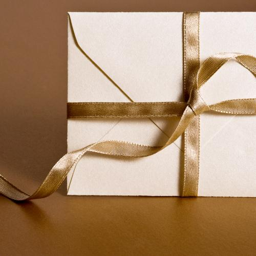 Money as a Christmas present: when is a gift a donation? How much are you allowed to give your loved ones?